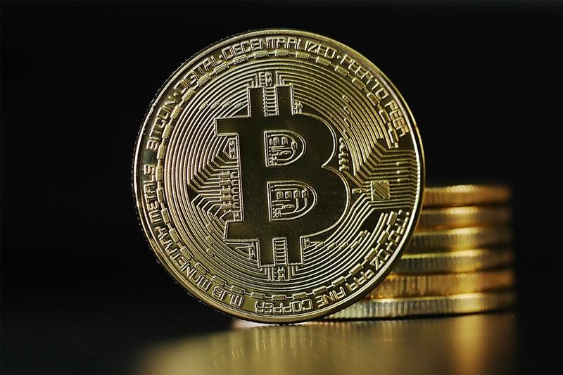 bitcoin cryptocurrency investment asset 22000 usd record high benchmark surge finance business blockchain