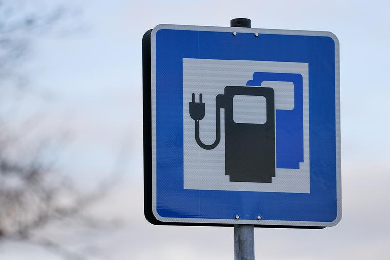 European Union electric cars on the road by 2030 hybrid cars