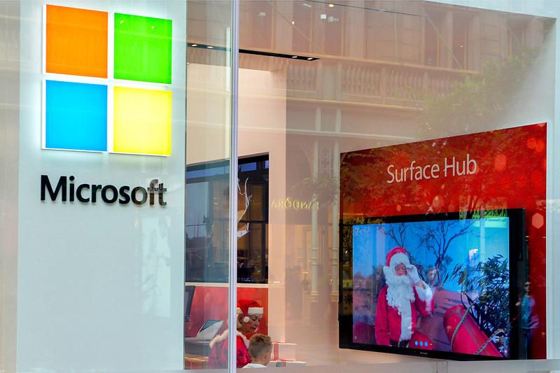 Microsoft Geeky Christmas Carol Medley Spoof Reply All Records Windows Wonderland Joy to the word Bingle Bells Deck the Halls with 90s Clip Art songs tracks