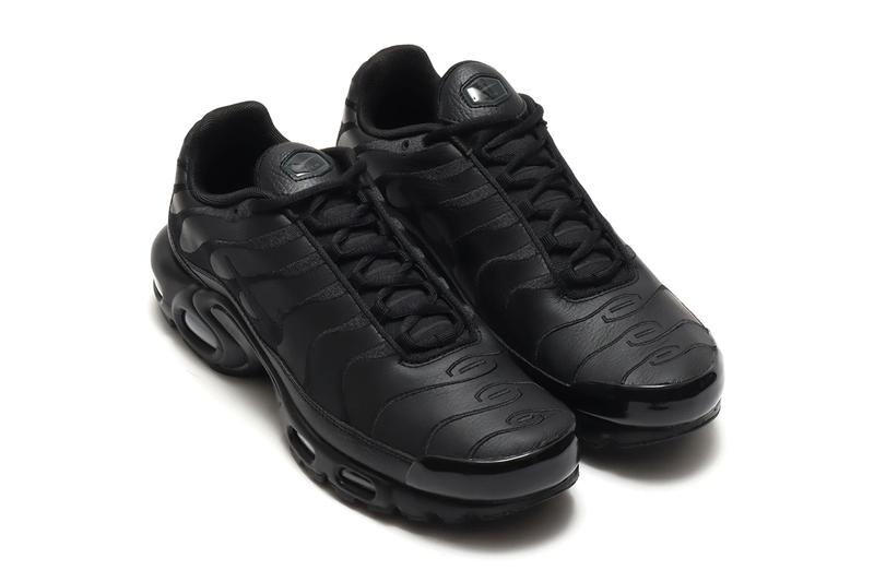 NIKE AIR MAX PLUS black aj2029 001 menswear streetwear shoes footwear kicks trainers runners fw20 fall winter 2020 collection