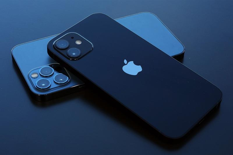 apple iphone 13 foldable screen display device smartphone folding testing prototype rumors