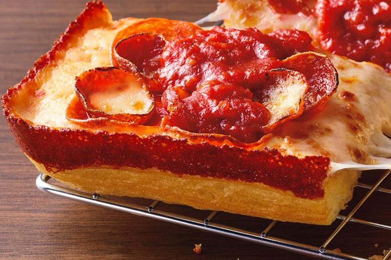Pizza Hut Detroit-Style Pizza Launch food snacks pizza Chicago Deep Dish America American Cheese Brick Cheese Baked