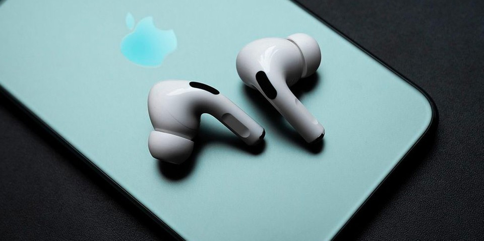 Leaked Image Features Third-Generation Apple AirPods and Case
