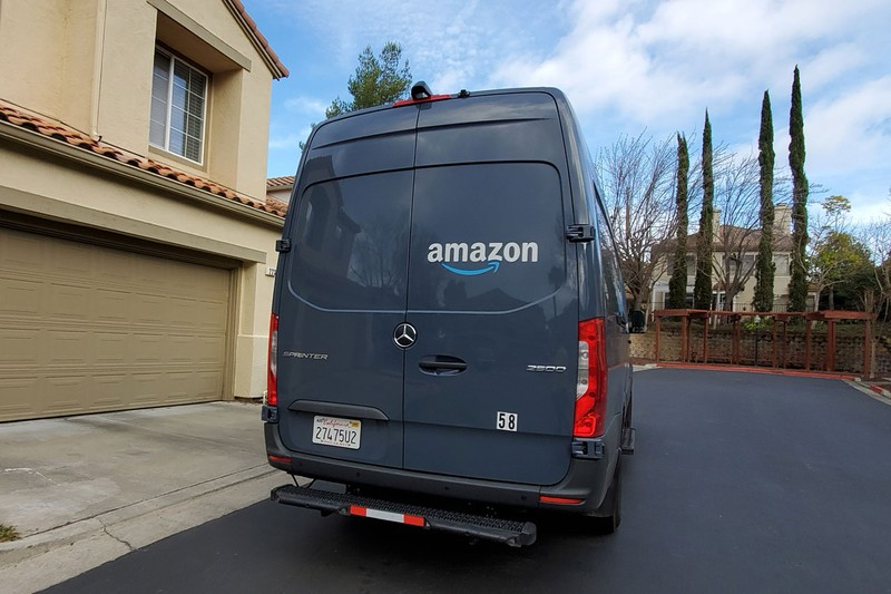 Amazon Acknowledges That Delivery Drivers Are Sometimes Forced To Pee in Bottles