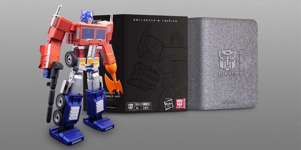 Hasbro's New $700 USD Optimus Prime Can Fully Transform on Its Own