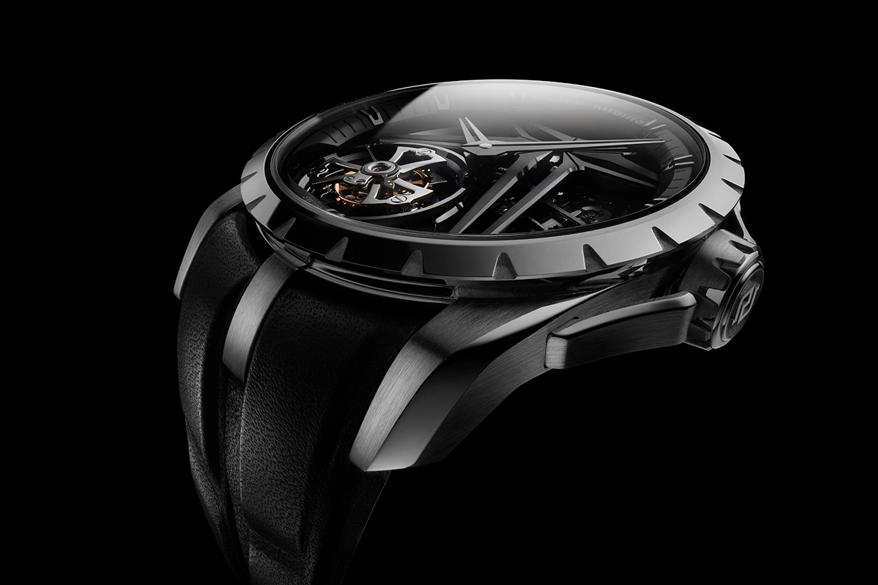 Roger Dubuis Single Flying Tourbillon Quartet Debuts New Material and Glowing Diamonds