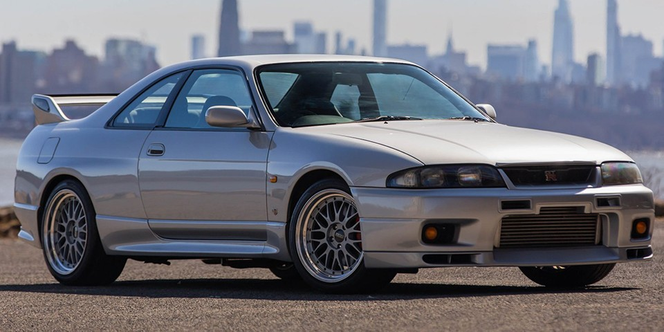 1995 Nissan Skyline GT-R V-Spec R33s Can Now be Driven in the USA, and This One's for Sale