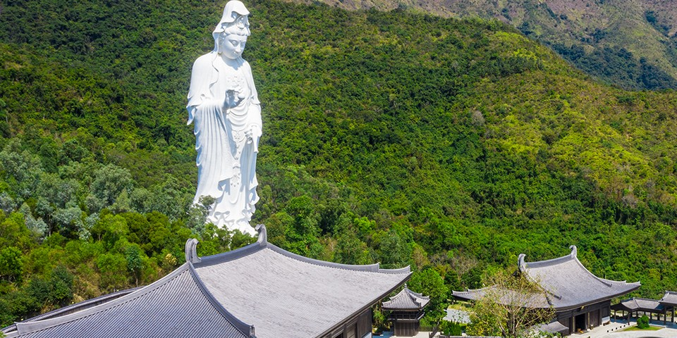 Japan's Houkokuji Aizu Betsuin Temple Gives Its 187-Foot-Tall Kannon Statue A Massive Face Mask