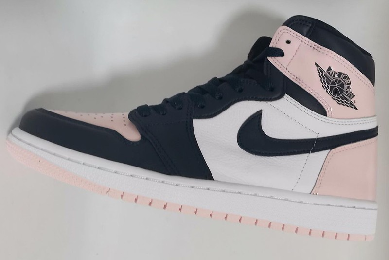 """First Images of the Air Jordan 1 High """"Atmosphere"""" for Women Have Surfaced"""