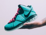 """Nike Heats Things Up With a LeBron 8 """"South Beach"""" Revival in This Week's Best Footwear Drops"""