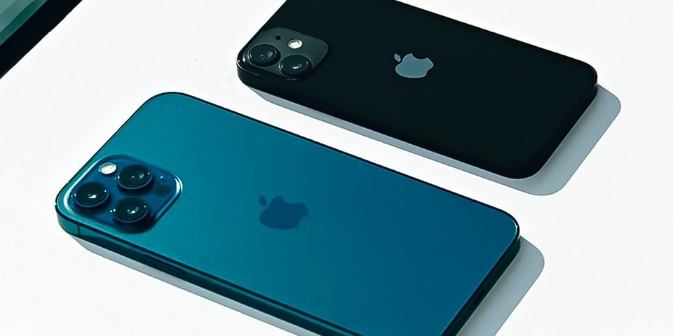 """The Apple iPhone 14 Will Reportedly Be a """"Complete Redesign"""""""