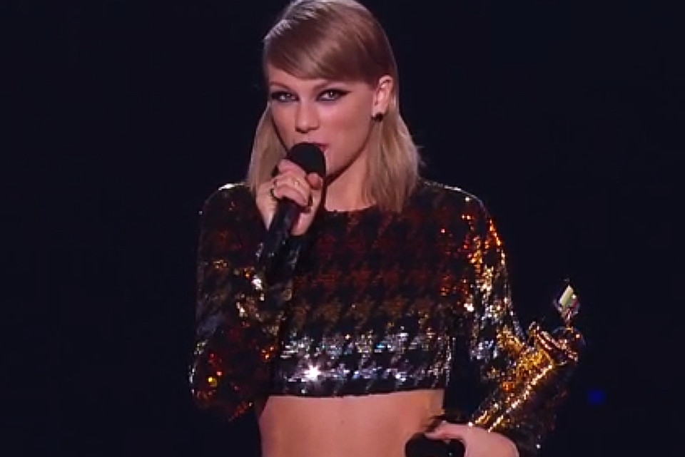 Watch Taylor Swift Present The Video Vanguard Award To Kanye West Hypebeast