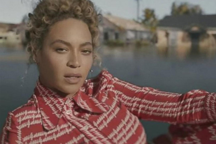 4e8731af6ce43 Beyoncé Causes Freak Out in SNL s New Skit