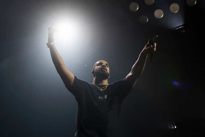 05a43ac70ab3 Drake Brings out Derrick Rose at Madison Square Garden Show. Drake pays  homage to the new