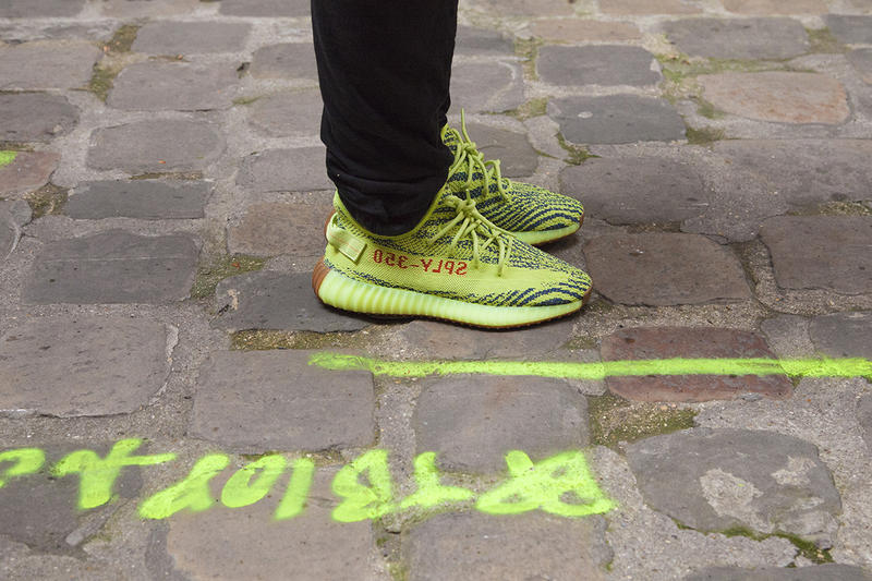 Gros Plan adidas Originals YEEZY BOOST 350 V2 Semi Frozen Yellow HYPEBEAST France Paris