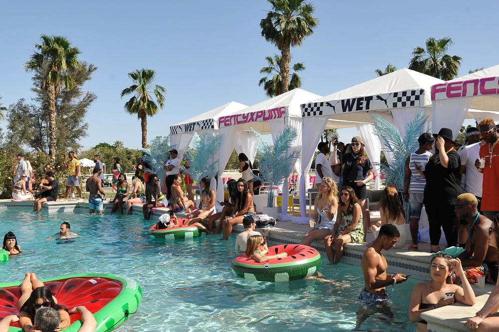Photos De La Puma Pool Party De Coachella