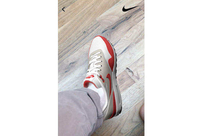 Photo Application Vyking Sneakers