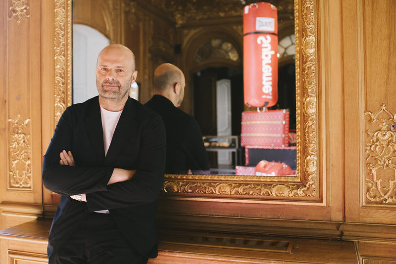 Photo Fabien Naudan Vice-Président Artcurial Pour La Vente Aux Enchères Supreme