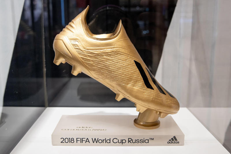 Photo Trophées Coupe du monde adidas