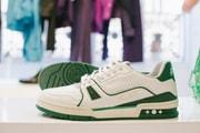 Gros Plan Sur Les Sneakers Et La Bagagerie Imaginées Par Virgil Abloh Pour Louis Vuitton