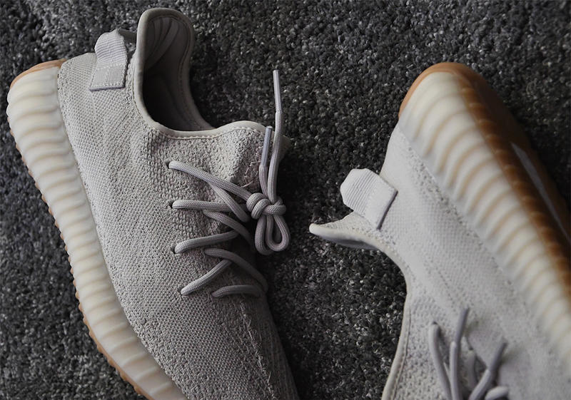 "Photo De La YEEZY BOOST 350 V2 ""Sesame"""