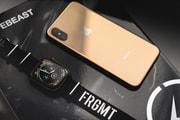 Observez De Plus Près L'Apple Watch Series 4 & iPhone Xs En Acier Inoxydable Gold