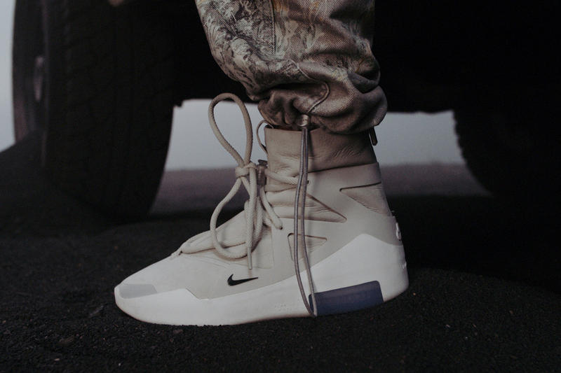 Gros Plan Sur La Sneaker Fear of God x Nike  a2d1186fecc