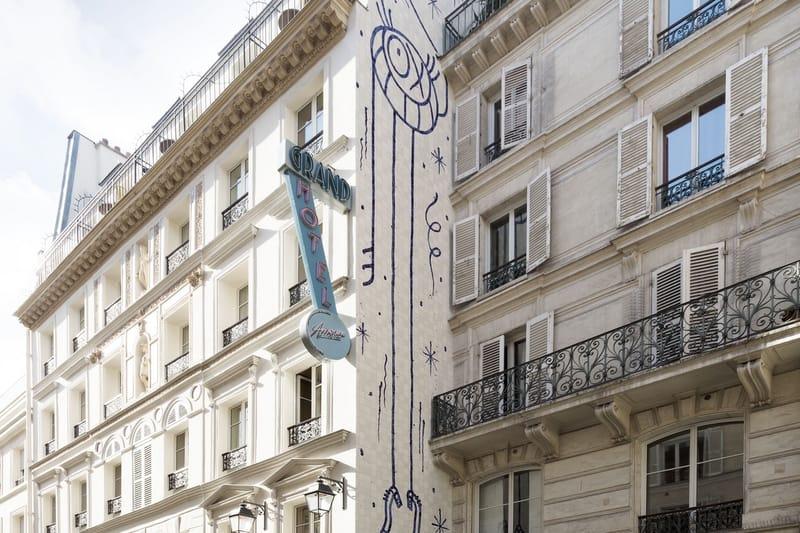 """L'Artiste André Inaugure Le Plus Grand De Ses """"Monsieur A"""" À Paris"""
