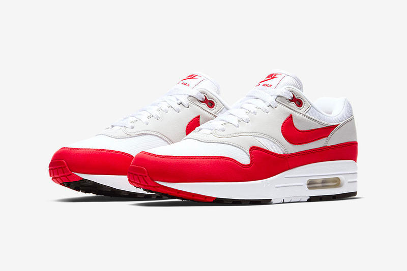 La paire sortait lors du Air Max Day 2017. Nike Air Max 1 Anniversary  University Red ... a831244f6