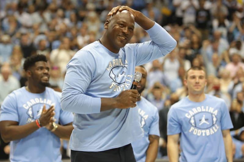 regard détaillé 9a08c fccd4 Michael Jordan Offre Des Air Jordan Aux Victimes De L ...