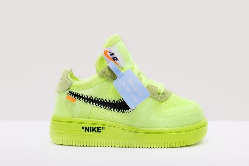"""Photo Des Off-White™ x Nike Air Force 1 """"Black"""" et """"Volt"""""""