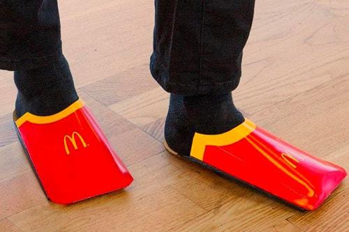 McDonald's Trolle Balenciaga Sur Ses Sandales Façon Cartons De Frites