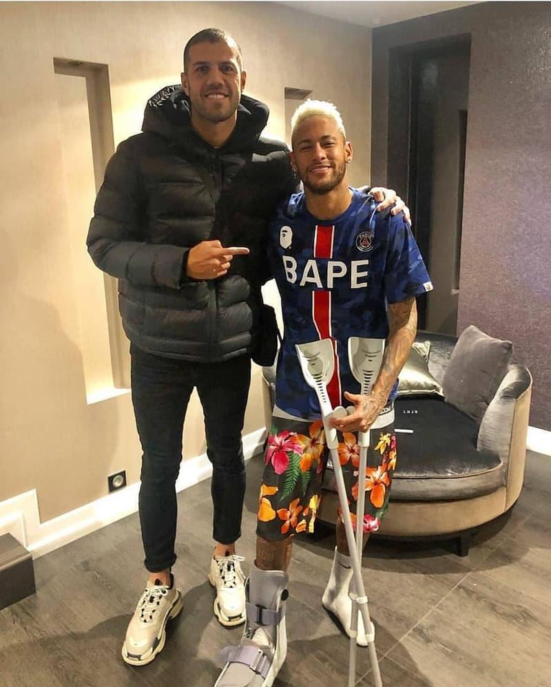 online retailer fa3dc 85d33 BAPE x PSG : Neymar Aperçu Avec Un T-Shirt Unique | HYPEBEAST