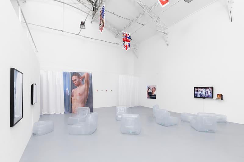 "Photo De L'Exposition ""INFLUENCERS"" De Ben Elliott"