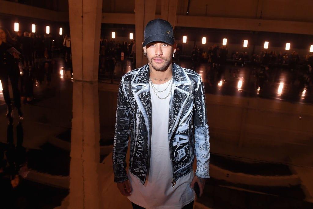 Neymar dévoile des Nike Shox R4 personnalisées