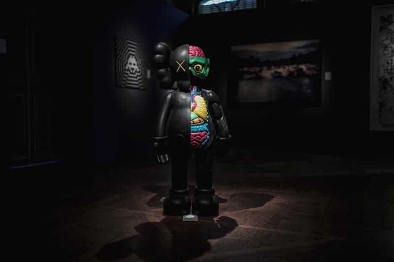Photo exposition Artcurial Supreme KAWS