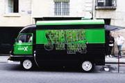 StockX a imaginé un camion qui distribuera des sneakers gratuites dans Paris