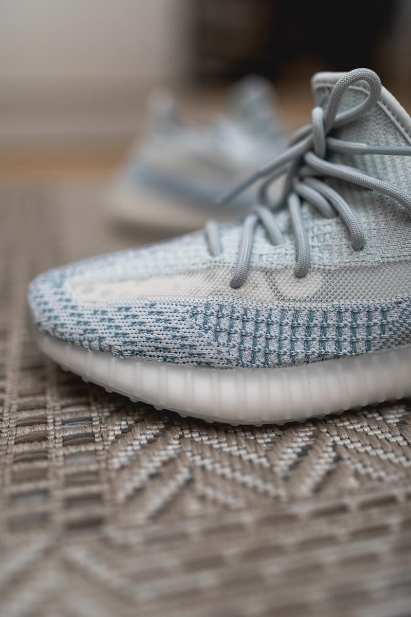 YEEZY BOOST 350 V2 Citrin Cloud White photos