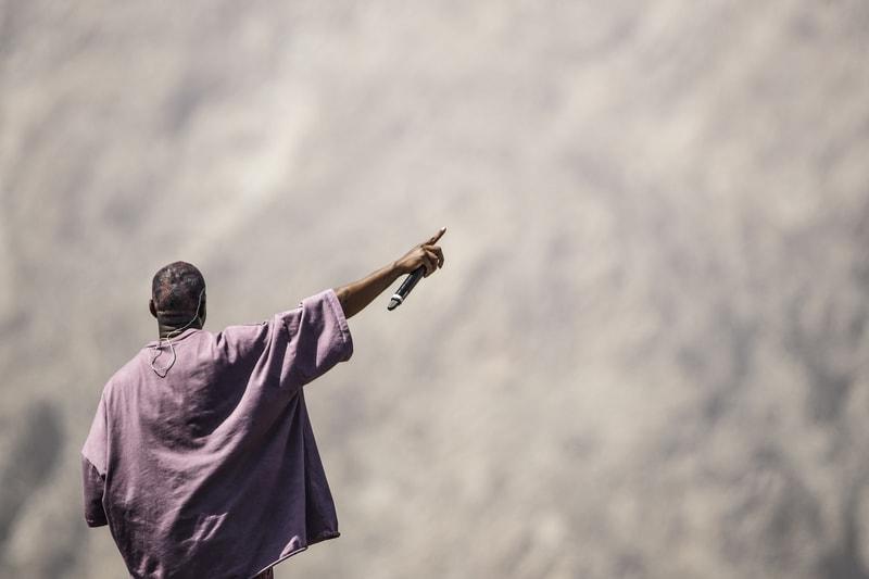 """Kanye West nous emmène dans les coulisses de son documentaire """"Jesus is King"""""""