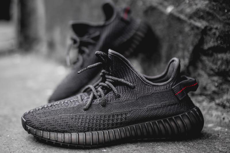 "Photo YEEZY BOOST 350 V2 ""Black"""