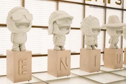 Moncler installe des figurines inédites à Paris pour le lancement de sa collection Genius