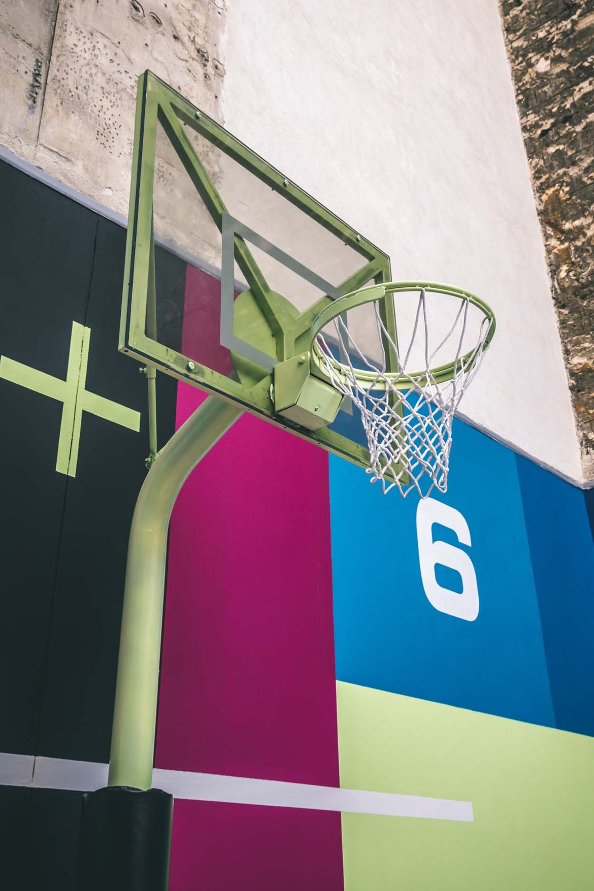 Sol Terrain De Basket pigalle présente son nouveau terrain de basketball | hypebeast