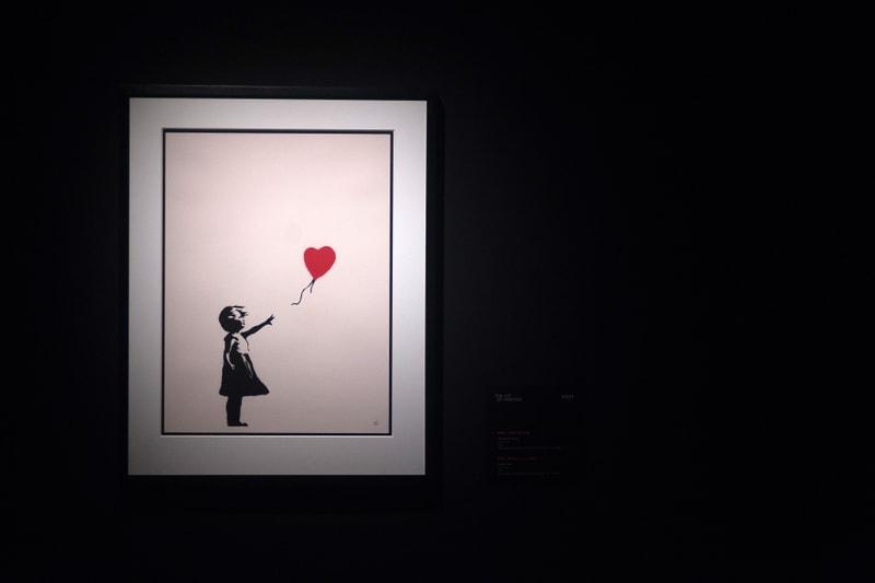 Malgré le confinement, une vente aux enchères d'œuvres de Banksy fait un carton