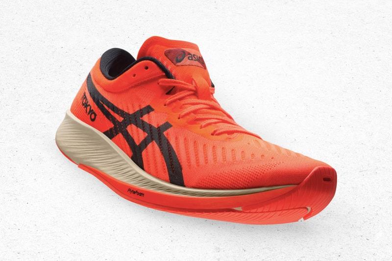 """ASICS dévoile ses dernières innovations footwear (avec option plaque de carbone) sur le pack """"Sunrise Red"""""""
