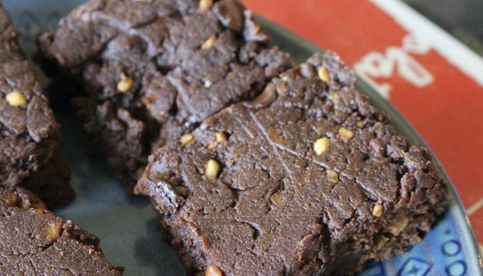 HOT CHOCOLATE TOUR SWEET POTATO BROWNIES -- Salad Grinds and Bean Plants #31