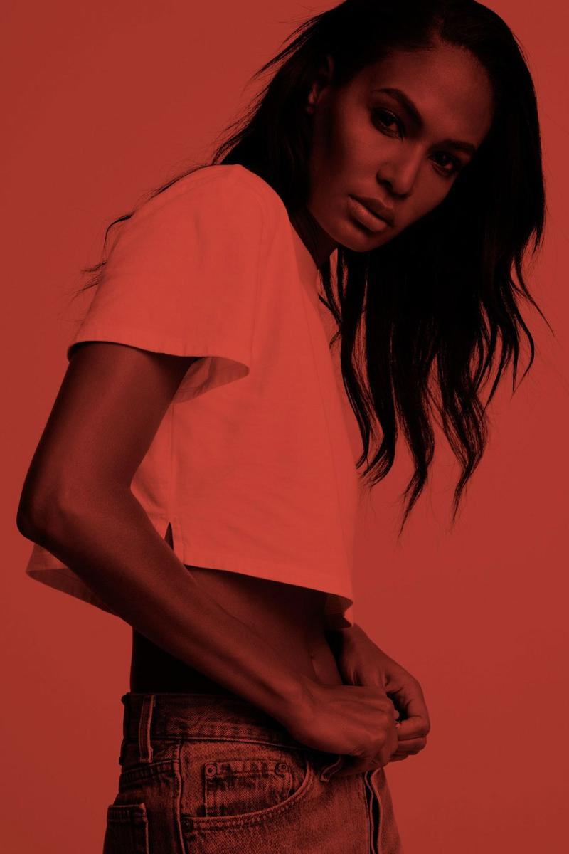 Justin Bieber 與造型師 Karla Welch 合作推出純白色 T-Shirt 別注系列