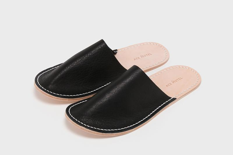 Ace Hotel 與 Hender Scheme 推出聯名皮革居家拖鞋