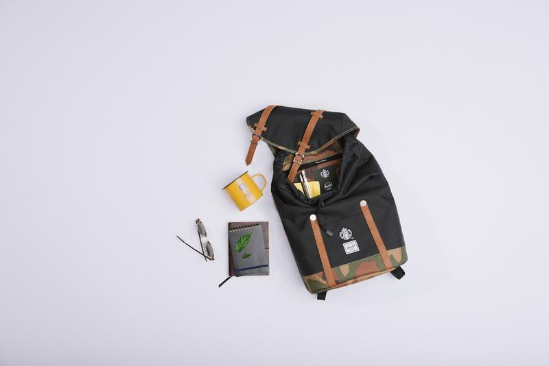 Herschel Supply 携手星巴克中国推出冬季合作系列