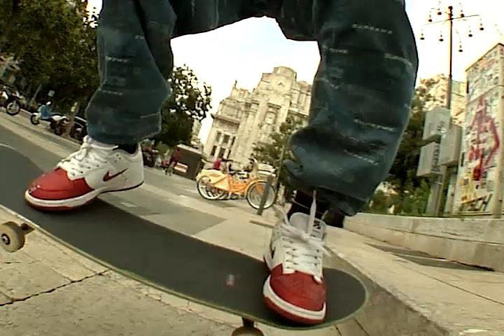 Supreme 發佈官方影片預告 Nike SB Dunk Low 聯乘