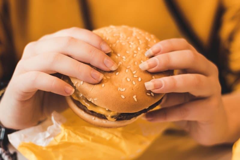 美國一男子揭開「享年 20 歲」麥當勞漢堡包面紗